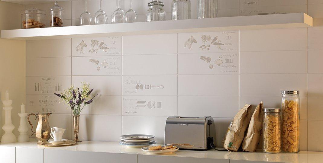 Serie trend pavimenti e rivestimenti armonie ceramiche - Bagno grigio e bianco ...